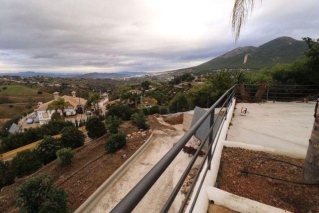 Chalet en alquiler en Alhaurín el Grande (Almayate, Málaga)