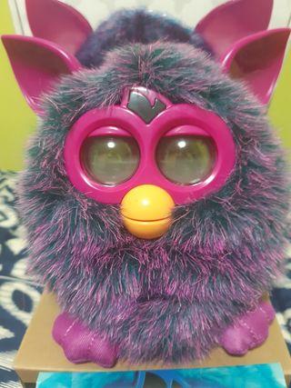 Muñeco Furby Hasbro color morado