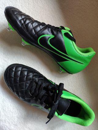 Botas deportivas fútbol tacos aluminio