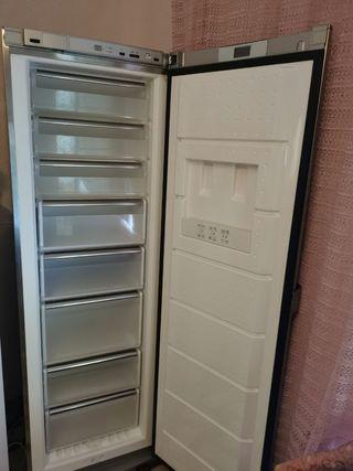 Congelador vertical Siemens.