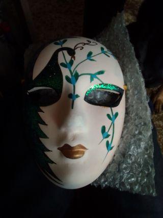 mascara de cerámica decorativa.