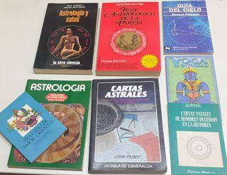 Libros varios de Astrología.