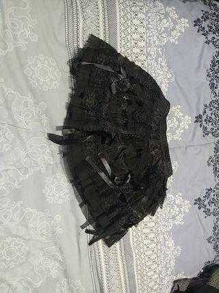 Falda gótica de lacitos
