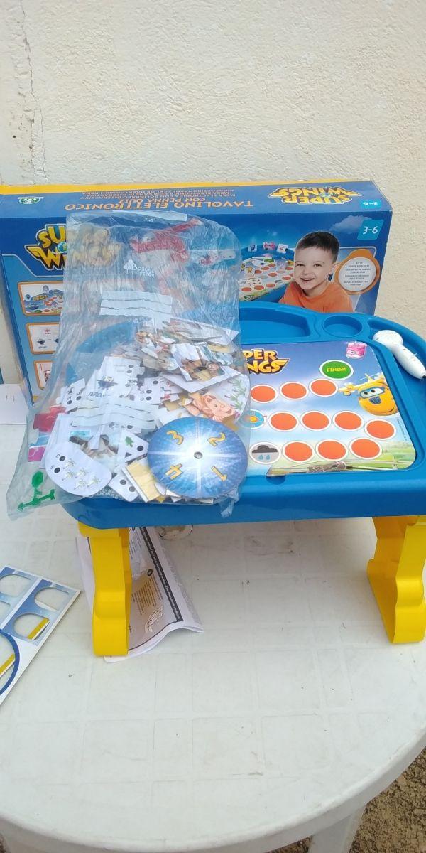 Mesa electrónica con bolígrafo interactivo