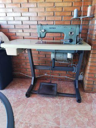 Máquina industrial de coser