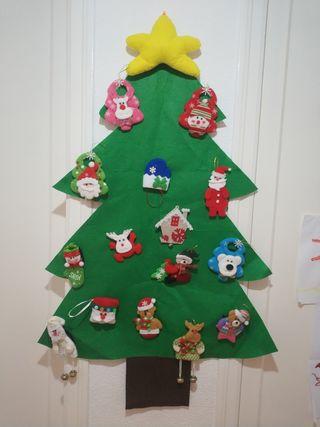 árbol navidad fieltro con adornos
