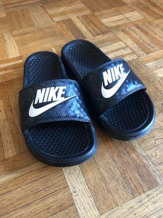 Chanclas negras Nike