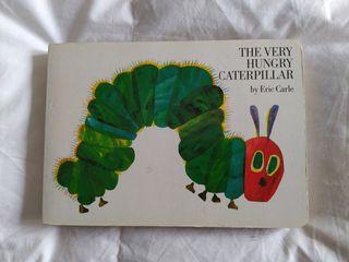 Libro la pequeña oruga glotona en inglés