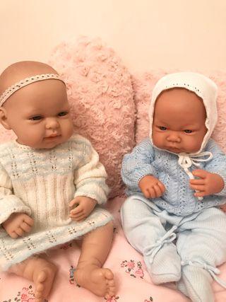 Pareja muñecas gemelas