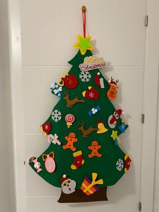 Arbol de navidad de fieltro con adornos nuevo
