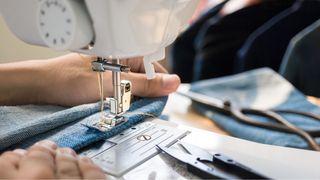 Busco profesora de costura