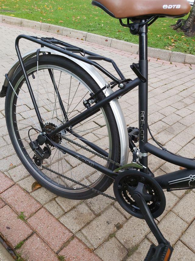 Bicicleta paseo sin estrenar con cesta mimbre