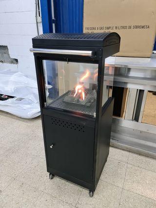 estufa a gas negra con llama