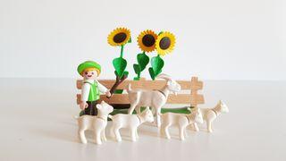 Playmobil - Niño pastor con cabra y girasoles