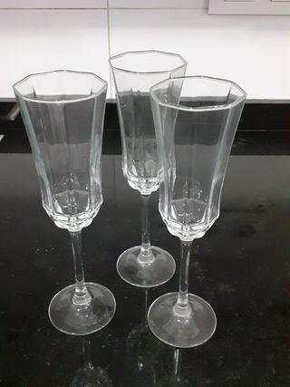 3 copas de champagne