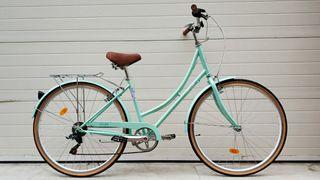 Bicicleta de paseo marca Fabric color menta