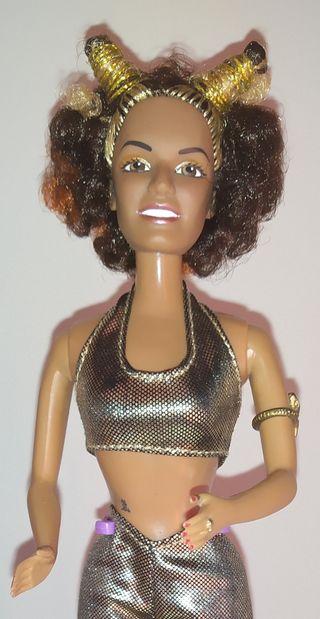 Spice Girls Mel B dorado muñeca Barbie.