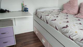 habitación juvenil en buenas condiciones