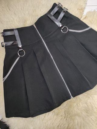 falda negra gótica cadenas y hebillas