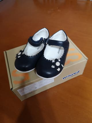 Zapato de niña sin estrenar talla 20