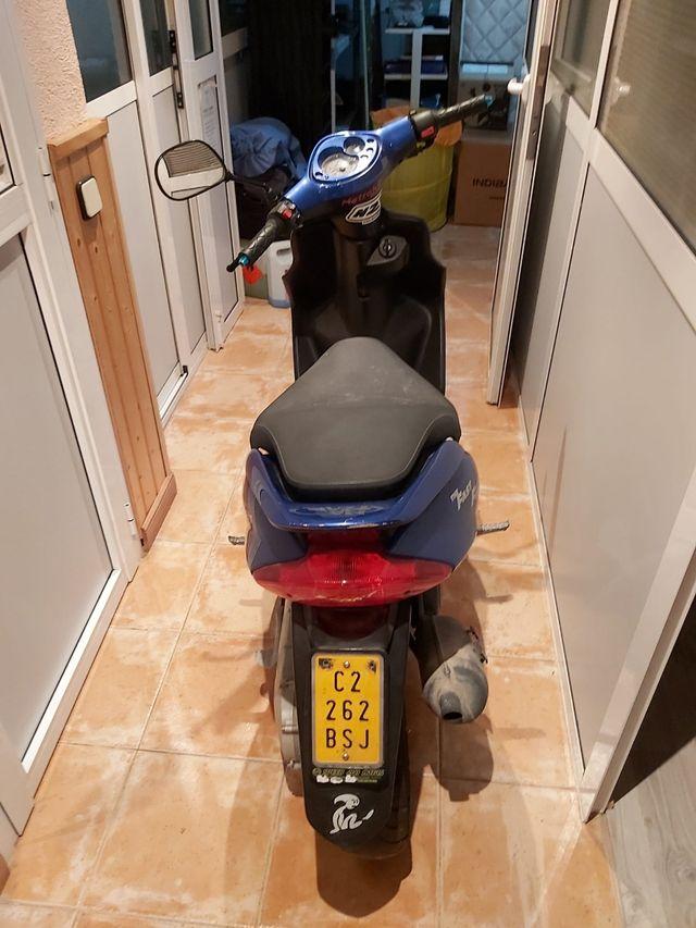 moto scooter Yamaha Jog R