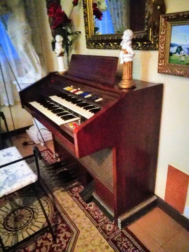 Órgano antiguo en perfecto estado