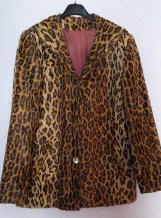 abrigo corto de mujer.