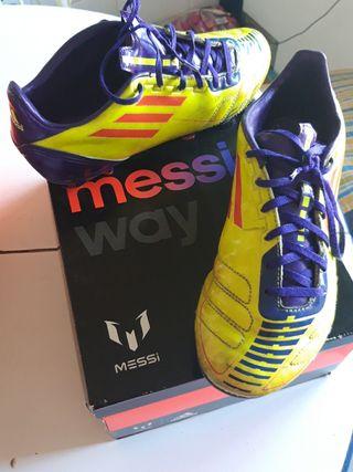 Botas Adidas de fútbol Messi con tacos