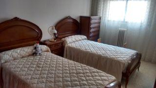 Dormitorio de madera completa