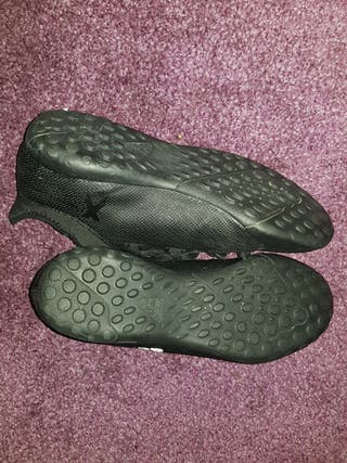 Black Adidas Trainers/Sneakers - Size 5