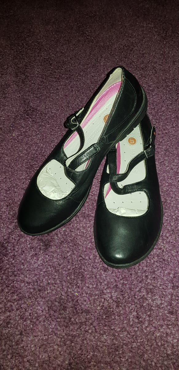 Clarks Black Leather Shoes - Size 5