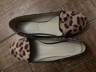 Vendo calzado de leopardo nuevo piel por dentro