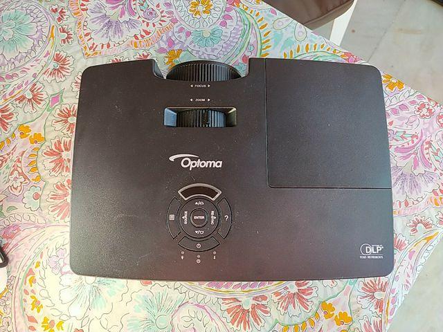 proyector Optima con pantalla extensible Full 3D