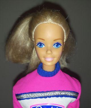 Muñeca Barbie antigua rubia.