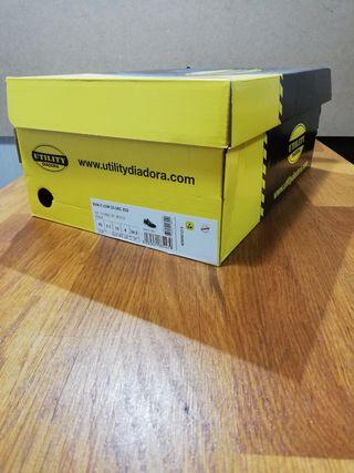 zapatos de seguridad Diadora.