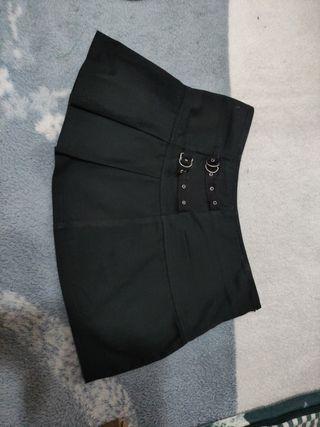 falda gótica con hebillas