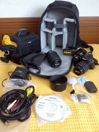 Cámara Nikon D3100 con accesorios