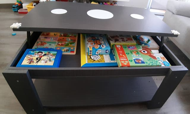 Mesa de centro elevable con almacenaje