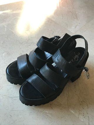 Sandalias tacón plataforma negras