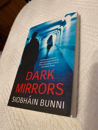 "Libro ""Dark Mirrors"" (inglés)"