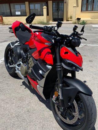 Ducati streetfighter v4 208cv. 4000 kms.