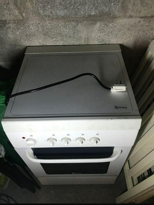 cocina de gas y el horno eléctrico