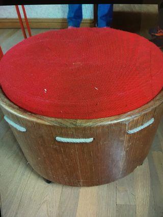 Taburete madera rojo
