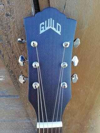 Guitarra electroacústica Guild D-240E