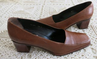Zapatos Yanko en color camel. Talla: 38.5