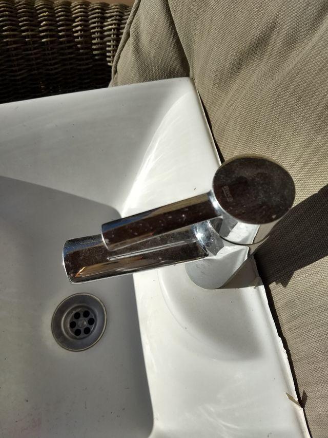 lavabo más grifo