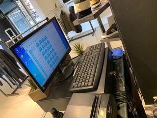 Equipo informático tienda más caja registradora