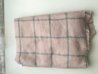 bufanda Rosa con líneas plateadas