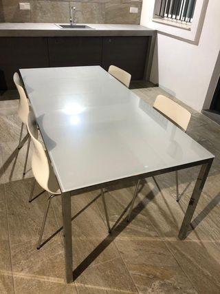 Urge la venta. Conjunto de mesa y 4 sillas