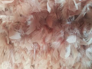 Falda corta plumas